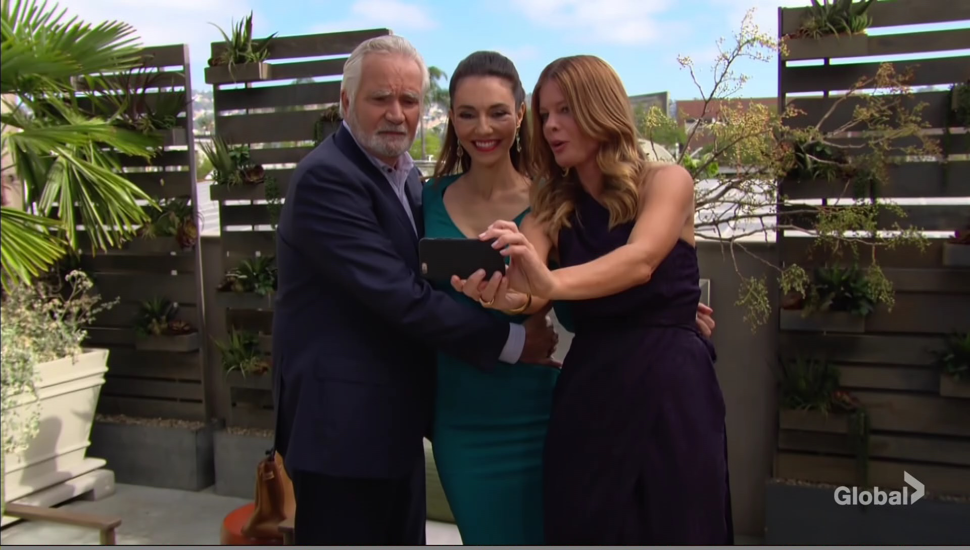 selfie phyllis angelina eric young and the restless