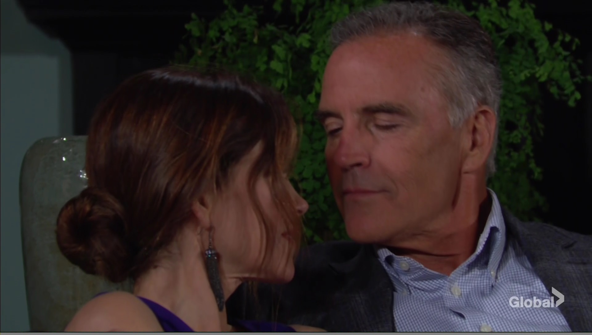 ash vic almost kiss young restless